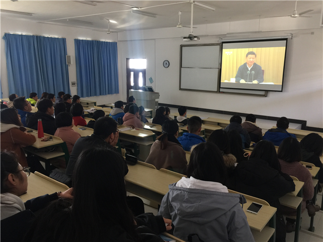 法律系学生一支部组织学生党员及积极分子观看《辉煌中国》系列纪录片